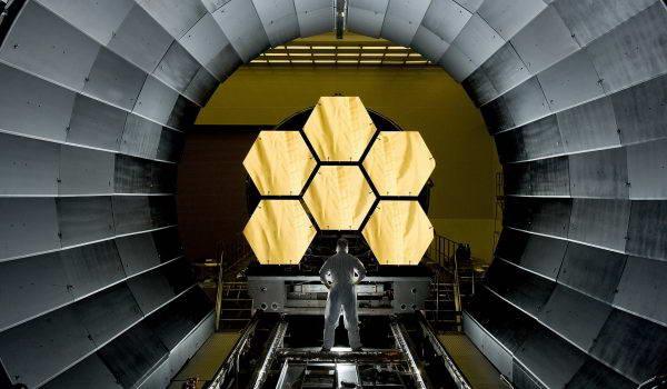 space-telescope-532989_1920